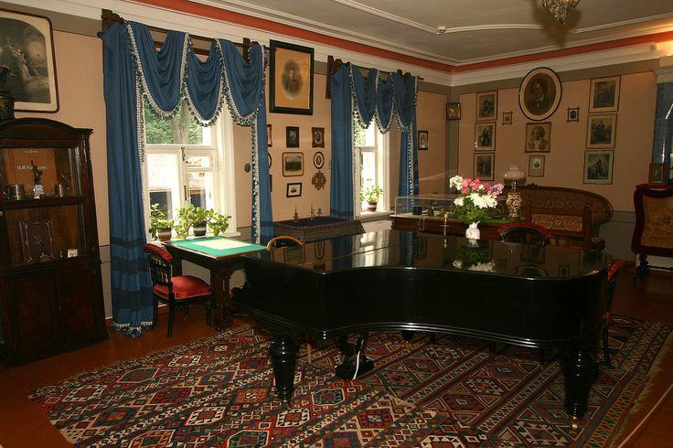 Tchaikovsky' s house at Klin (Russia). Дом-музей П.И. Чайковского в Клину.