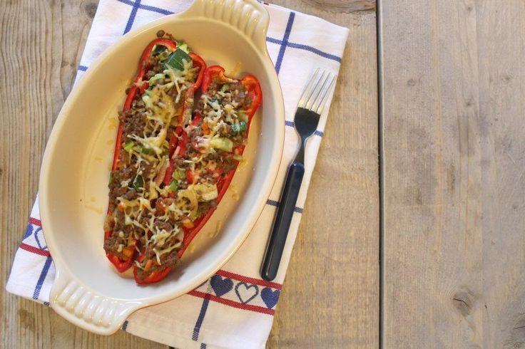 Heerlijke Italiaanse gevulde puntpaprika's met gehakt en groenten. Een echt lekker en simpel gerecht en binnen 30 minuten op tafel.