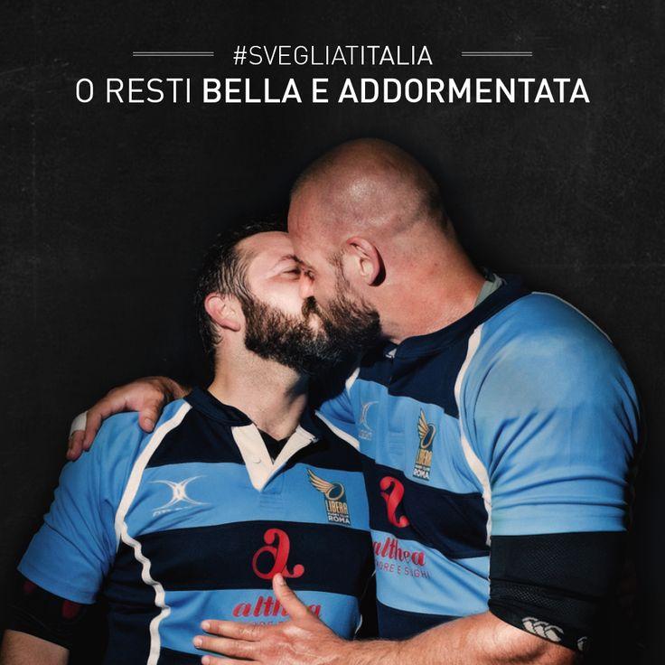 Per svegliarsi a volte serve un bel bacio! Lo dedichiamo a tutti quelli che non hanno ancora messo la sveglia, oggi è una buona giornata per farlo! Sempre grazie a Libera Rugby Club. http://www.sughialthea.it/libera-tutti.php #svegliatitalia #amore #love #unionicivili