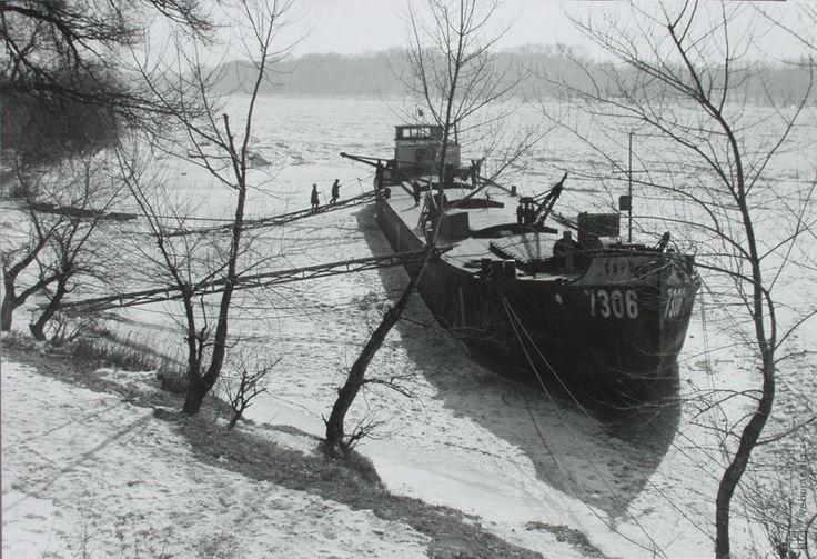 Ester Plicková: Bratislava. Zamrznutý Dunaj:1963