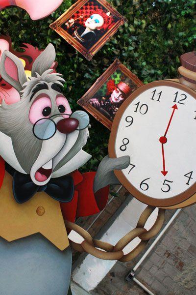 Alice no país das maravilhas - Muita Festa Decorações  http://www.muitafestadecoracoes.com.br/temas/alice-pais-das-maravilhas/