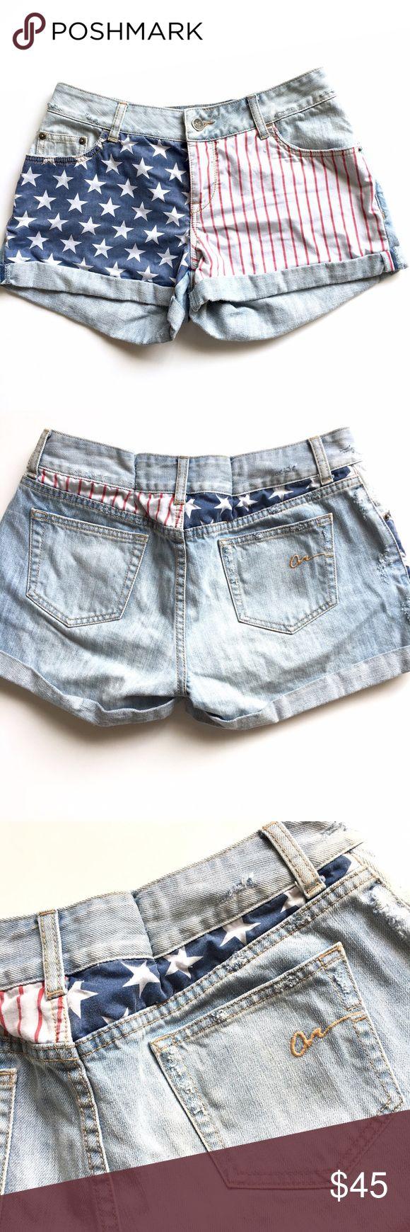 "American Cie Rag American Flag Denim Shorts Sz 9 Light wash Denim Shorts with American flag detailing in front. Size 9. Outseam length 11"" American Rag Shorts Jean Shorts"