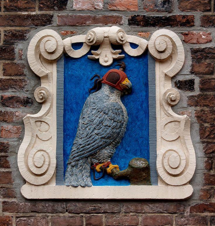 Gevelsteen met Valk, Haarlem. Photo by Pancras van der Vlist.