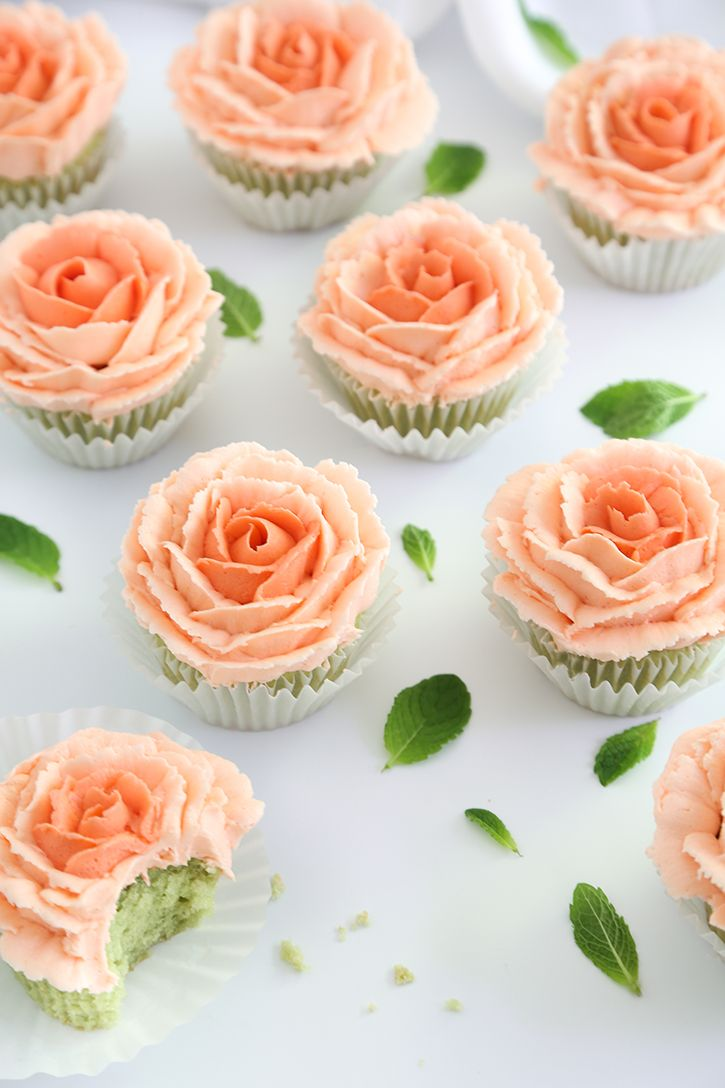Mint Julep Cupcakes And How To Pipe Buttercream Roses