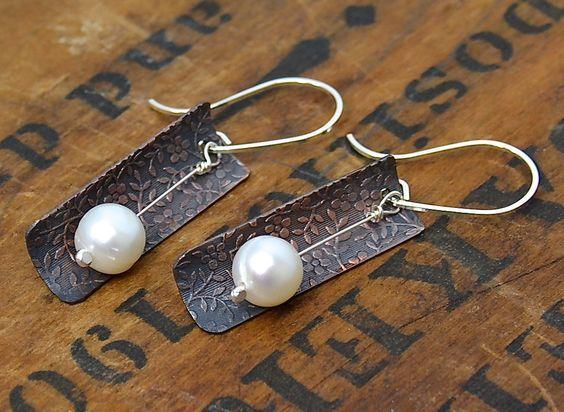 Μεταλλικά σκουλαρίκια με πέρλα