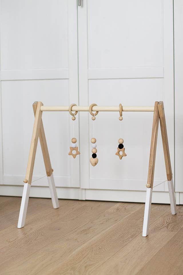 25 ideas destacadas sobre perchas de madera en pinterest - Perchas madera bebe ...