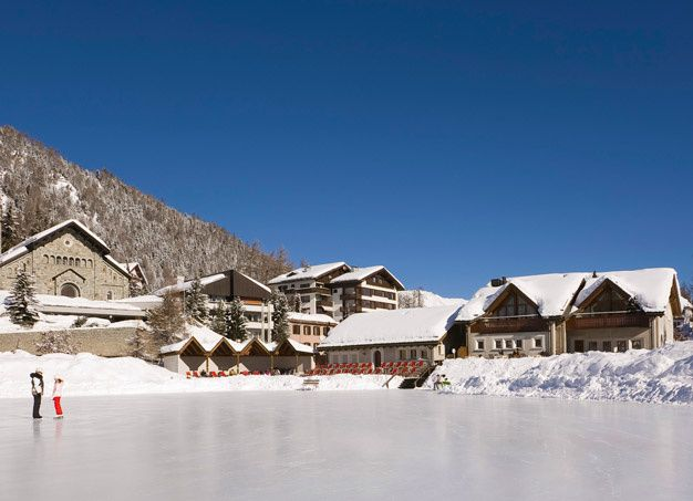 Les plus belle patinoires privees Kulm Hotel Saint Moritz  in English The most beautiful private rinks Kulm Hotel St Moritz