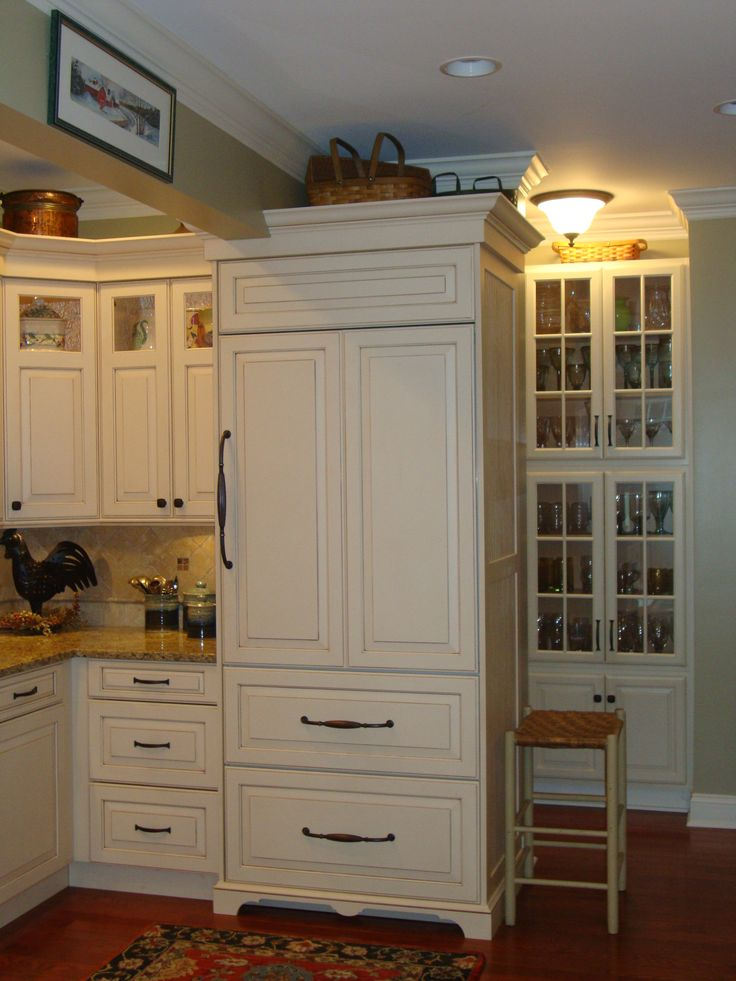 17 best ideas about built in refrigerator on pinterest for Ready built cabinets