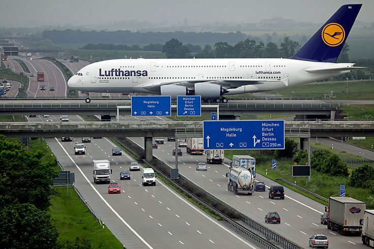 Airbus A380 - Big Bertha crosses the road