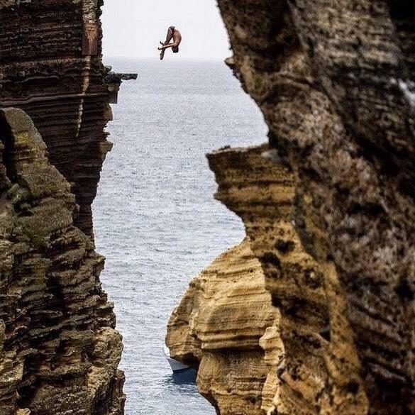 Día mundial de salto desde acantilados v3       #rtvang #retrovanguardia #salto #acantilado #cliffjump #cliffdive #cliffjumping #verano #playa #mar #mediterraneo #backflip #mediterraneansea http://ift.tt/2iP1WxS