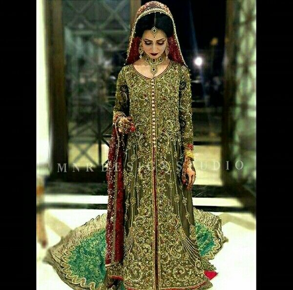 Dr.sarah look gorgeous in MNR designe studio's most beautiful bridal finery.