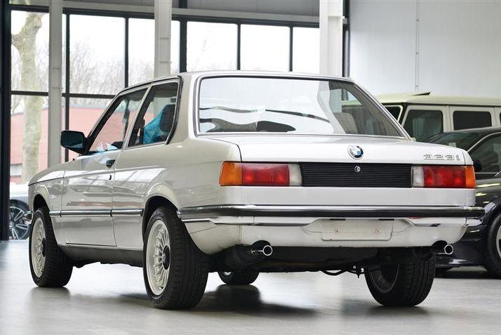 #BMW #E21 #323i