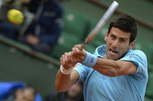 全仏オープンテニス(French Open 2014)、男子シングルス1回戦。リターンを打つノバク・ジョコビッチ(Novak Djokovic、2014年5月26日撮影)。(c)AFP=時事/AFPBB News