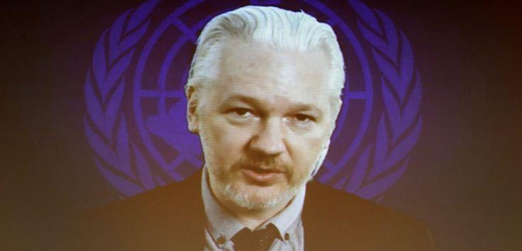 Julian Assange s'exprime par visioconférence devant le Conseild es droits de l'homme de l'ONU le 23 mars 2015 (Genève). (FABRICE COFFRINI / AFP)