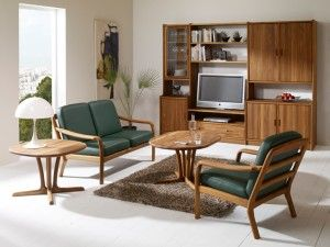 The photo shows: 1260 easy chair w/leather 40505 Green 1260/2 2-seater sofa w/leather 40505 Green 1260/3  3-seater sofa w/leather 40505 Green 9257 coffee table VK2 rosenborg wall unit combination