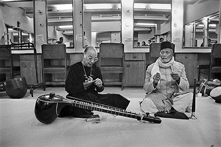 Raghu Rai - Ustad Villayat Khan & Ustad Bismillah Khan @ Music Maestros: Photographs by Raghu Rai | StoryLTD