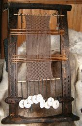 sprang loom with tensioning weights
