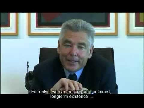 CEO firmy Nestlé (Peter Brabeck)... rozpráva o GMO, vode a potrebe jej privatizácie, nutnosti viac/dlhšie pracovať. [CZ titulky]