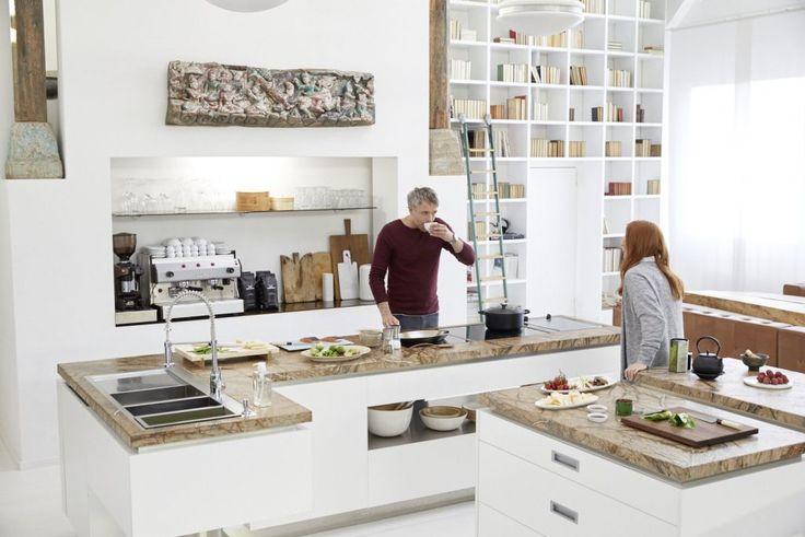 Nie każda wyspa kuchenna musi być kwadratowa. W szczególnie dużych kuchniach można stworzyć wyrafinowane rozwiązania kuchenne w kształcie litery L. Foto: #Blanco