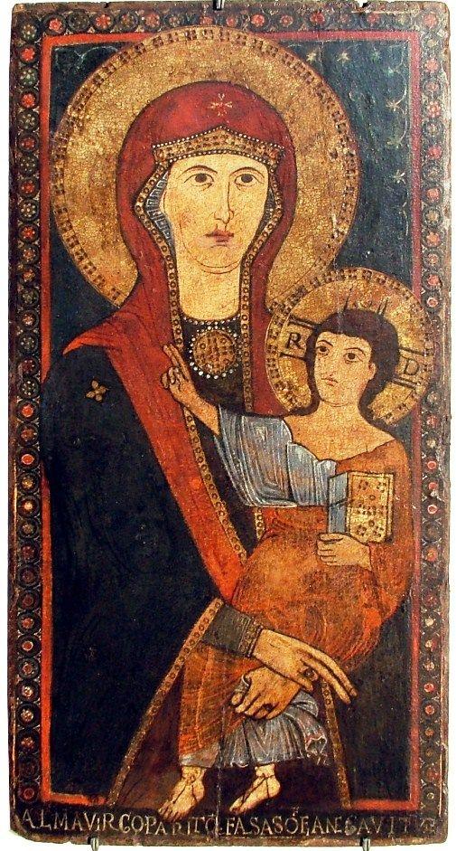 final del XII - principios del siglo XIII.  Desconocido cm.  40x80 icono bizantino, que representa a la Virgen Odighitria, sobre todo una representación de medio cuerpo de la Virgen con el Niño en sus brazos para bendecir a las Sagradas Escrituras.  La inscripción latina en la parte inferior se lee: ALMA SOFIA negavit PARIDAD QUEM FALSO VIRGO (La Virgen dio a luz a la que negó la falsa sabiduría).  Icono que representa la influencia de Bizancio Madonna Hodegetria, particular retrato de medio…