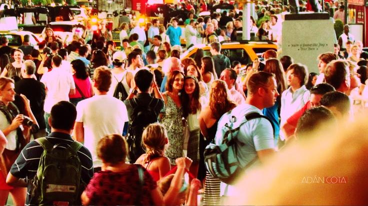 Personas vienen, personas van, pero en realidad, quienes son los que en realidad están con nosotros?. Time Square, New York
