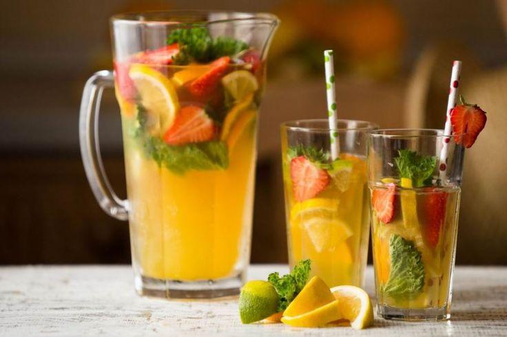 Szívesen készítek egészséges italokat. A turmixok, shake-ek mellett a limonádé is nagy kedvencünk, amit a szezon gyümölcseivel szoktam gazdagítani, most éppen eperrel.Az eper csodás gyümölcs, annyira intenzív...