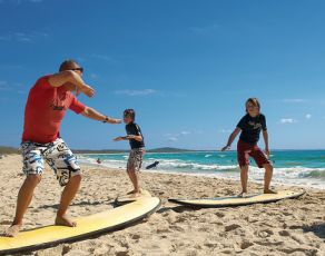 Stay In Noosa - Noosa Learn to Surf - Noosa Accommodation Quamby Place