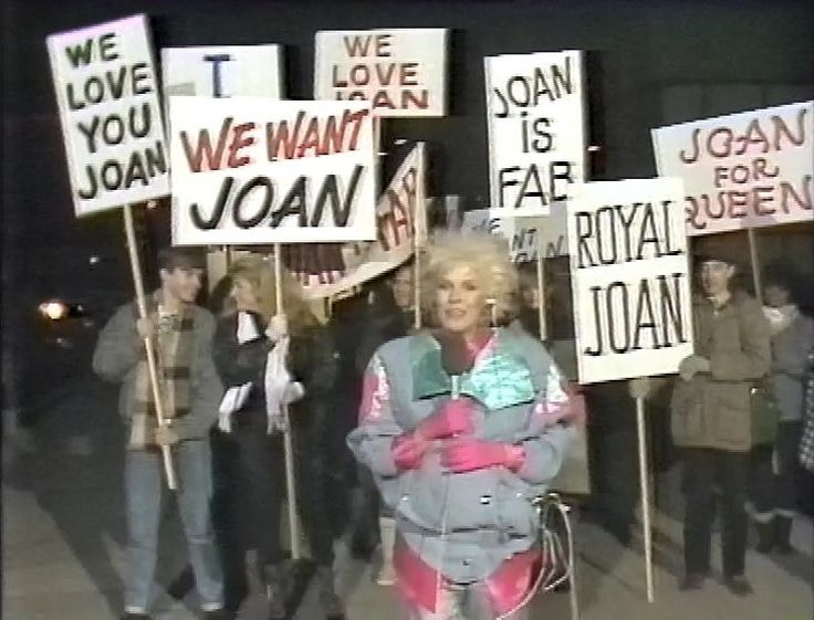 Pamela Stephenson waits for Joan Collins