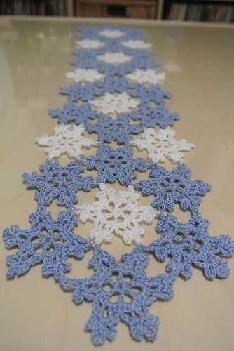 Hand crocheted lace snowflake table runner by Leilani Pearce (deathbeforedishes on craftster.)