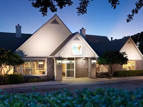 Jacksonville (FL) The Inn at Mayo Clinic United States, North America Set in a prime location of Jacksonville (FL), The Inn at Mayo Clinic puts everything the city has to offer just outside your doorstep. Offering a variety of facilities and services, the hotel provides all you need for a good night's sleep. Free Wi-Fi in all rooms, family room are there for guest's enjoyment. Designed for comfort, selected guestrooms offer television LCD/plasma screen, air conditioning, heati...