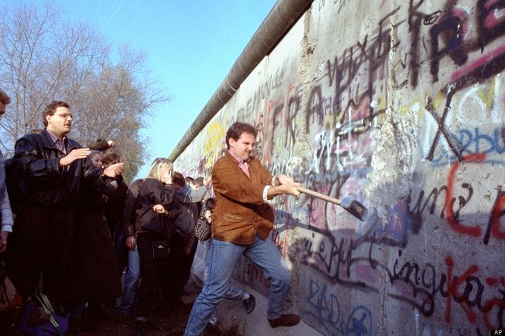 Its Been 25 Years Since The Fall Of The Berlin Wall. These 16 Photos Tell The Story.