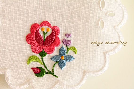 Hungary Embroidery : Rose and Lilac Doily - Mayu Embroidery