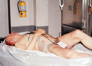 "David Carradine...Autopsy picture... On June 4, 2009, David Carradine was found dead in his room at the Swissôtel Nai Lert Park Hotel .... A police official said that Carradine was found hanging by a rope naked in the room's closet,The cause of death became widely accepted as ""accidental asphyxiation"