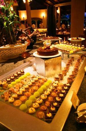Buffet de desserts ... (Bachar M, Feb 2013)  MAGNIFIQUE !!! - Le Victoria - Mauritius