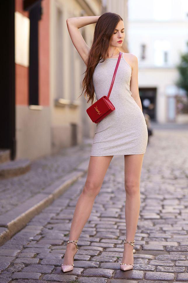 Szara Obcisla Sukienka Czerwona Skorzana Torebka I Rozowe Szpilki Z Cwiekami Ari Maj Personal Blog By Ariadna Majewska Fashion Colorful Fashion Mini Dress