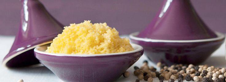 Il cous cous (o cuscus) è un tipo di alimento caratteristico della tradizione nordafricana: si tratta di granelli di semola di diametro variabile, ricavati macinando grossolanamente i chicchi