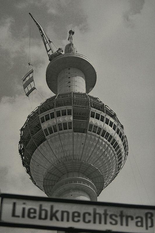 Fernsehturm im Bau