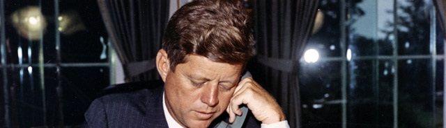 51 jaar na de moord op JFK: complottheorieën zijn nog springlevend - http://www.ninefornews.nl/51-jaar-na-de-moord-op-jfk-complottheorieen-zijn-nog-springlevend/