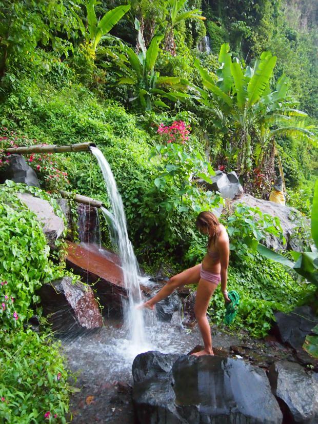 Qui veut camper dans une vallée secrète entourée de cascades ? #Munduk #Bali
