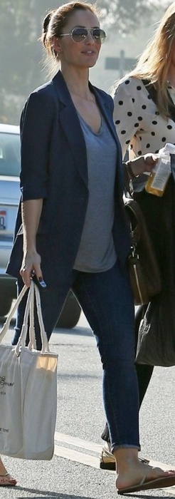 Who made Minka Kelly's nude flip flops, blue skinny jeans, and aviator sunglasses that she wore in Los Angeles?