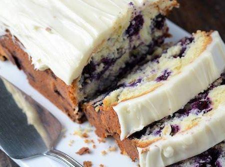 Receita de Bolo de Cream Cheese com Limão e Amoras - Cyber Cook...
