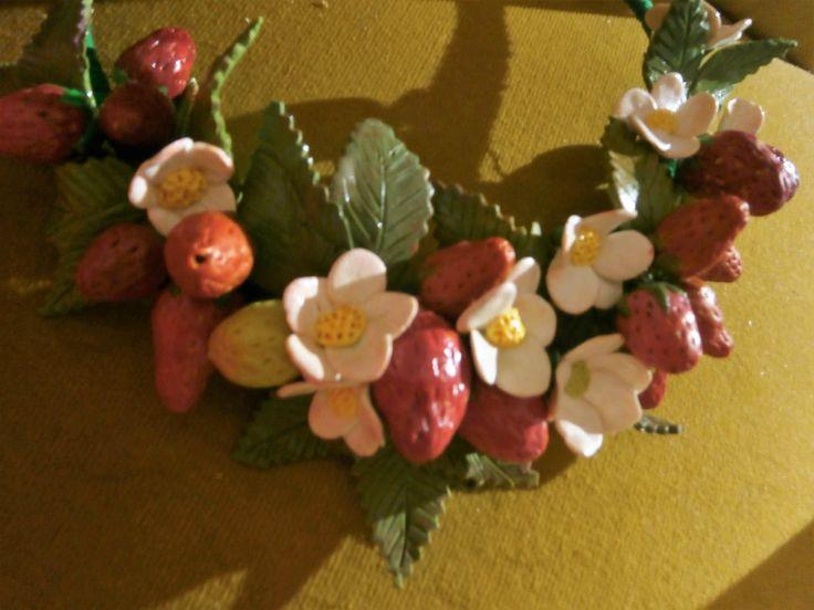 FRAGOLE collana in argilla polimerica a bavaglino con fragole, foglie e fiori di PaTrieste su Etsy