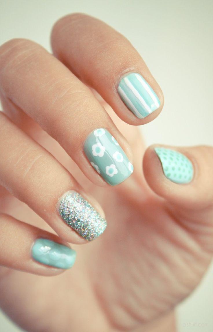 idée nail art été 2015 de couleur turquoise clair, motifs floraux, rayures et granules