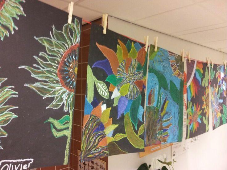 Kunstwerken groep 8. Zonnebloemen met oliekrijt.