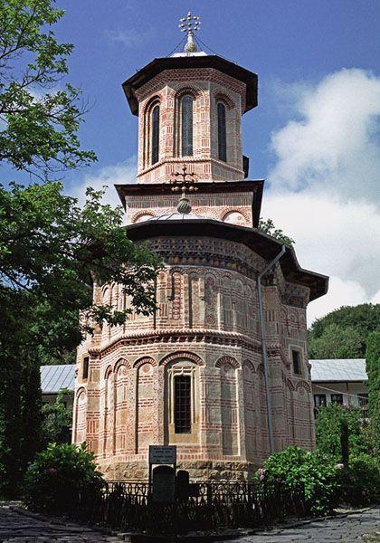 francesti (dintr-un lemn) valcea - biserica (est)