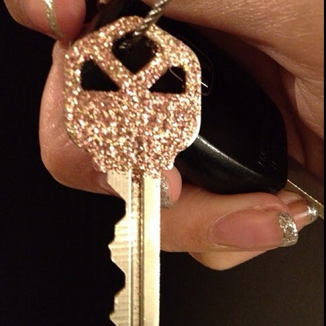 i bet ke$ha's keys look like this 1. dip end of key in glue   2. dip in glitter   3. let sit for an hour   4. coat it with clear nail polish