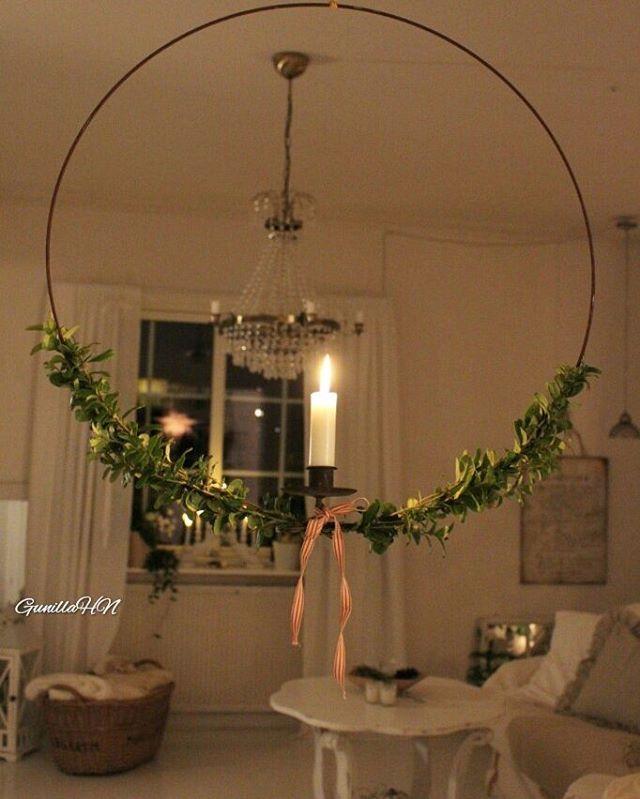 Nu har min ena ljusring fått lite advent /jul-dräkt . #advent #ljusring #lingonris #levandeljus #candle #lantligt #lantligahem #vakrehjem #mittvitahem #inredning #shabbychic #vitahem #vakkerthjem #delvakkerthjem #hem_inspiration #interior4youall #adventspynt #diy #julpyssel #inredningsinspiration #inredningsdesign