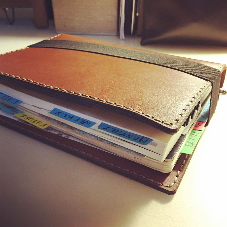 """9 Gostos, 2 Comentários - Lisa Garrow Bough (@fromboughtopaper) no Instagram: """"My Bullet Journal. 😊  A Hobonichi (schedule, tasks, and time tracker) and a Moleskine (daily…"""""""