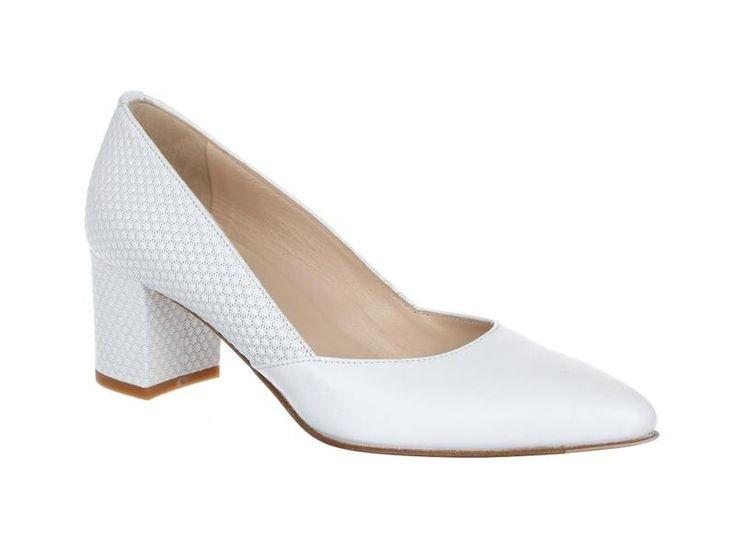 Witte pumps met blokhak van het  merk Lilian, model 11022. €179,95 #lilian #bruiloft #wedding #pumps #schoenen