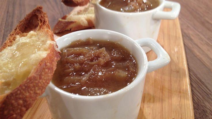 Soupe à l'oignon traditionnelle | Marina Orsini | ICI Radio-Canada.ca